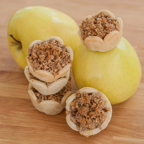 Mini Apple Pies with Pecan Streusel Topping | Flour Arrangements