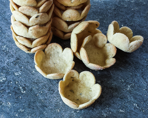 Rosemary-Cornmeal Cracker Cups | Flour Arrangements