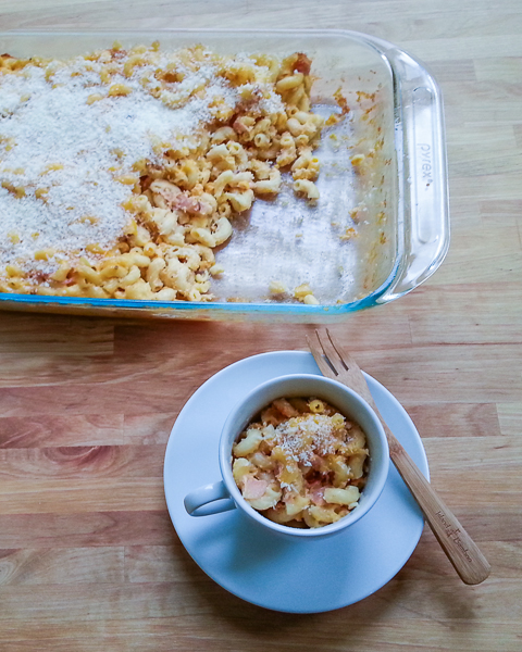 Macaroni and Cheese with Caramelized Onions and Ham | Flour Arrangements